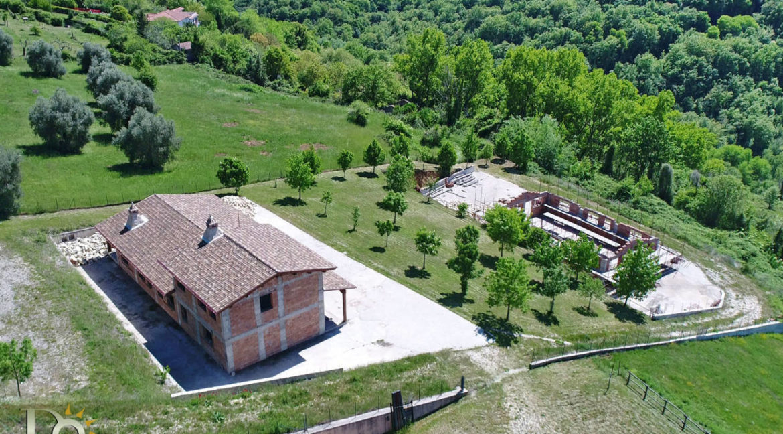 Grande-casale-a-Rocca-Sinibalda_02