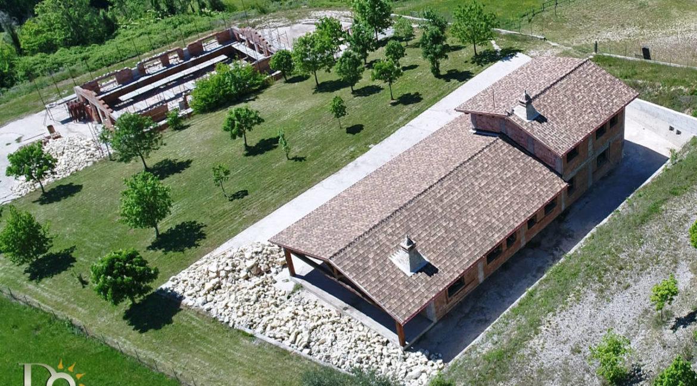 Grande-casale-a-Rocca-Sinibalda_04