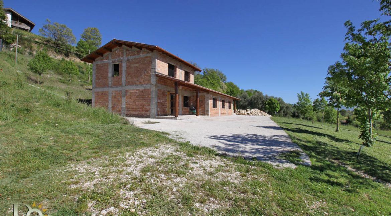 Grande-casale-a-Rocca-Sinibalda_08